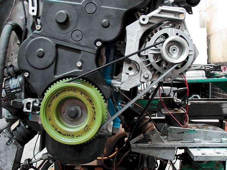 Ремень генератора автомомбиля