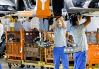 АвтоВАЗ сократит свыше 700 сотрудников до конца года